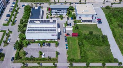 Am Hauptsitz in  Landshut befinden sich die Gebäude Operations, der Ingenieurs-Campus, das Technikum und die Fertigung. Quelle: ASIS GmbH