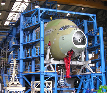 Testgerüst für Belastungsversuche des neuen Giganten der Lüfte, Airbus A380. Für Konstruktion, Fertigung, Farbkonservierung und Montage zeichneten die Calbenser Spezialisten verantwortlich/Foto: Stahlbau Calbe