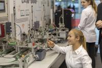 Bildungslösung für intelligente Transportsysteme und Produktionsstraßen in der Industrie 4.0