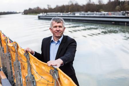 Klimaschutz und Klimafolgenanpassung in einem Produkt - Hartmut Wibbeler, Geschäftsführer der Aquaburg Hochwasserschutz GmbH aus Münster, weiß, wie es geht. Foto: EFA