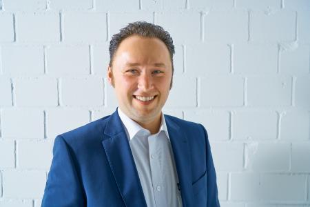 Das Foto zeigt dp elektronik-Geschäftsführer Christian Maxin (39).
