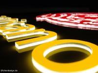 Acrylbuchstaben lasergeschnitten und hinterleuchtet ©foliendesign.de