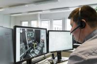 Die bidirektionale Echtzeitverbindung vereinfacht die Kommunikation zwischen dem Mitarbeiter beim Anlagenbetreiber und dem Ecoclean Service. Sie ermöglicht, Arbeiten live zu verfolgen und bei Bedarf unverzüglich einzuschreiten.  Bildquelle: Ecoclean GmbH
