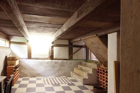Im Kiesol-System ECO von Remmers lassen sich auch feuchte Keller zum trockenen Nutzkeller sanieren (Bildquelle: twystydigi – Fotolia.com)