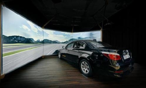 The driving simulator allows to gather data without any outside interference