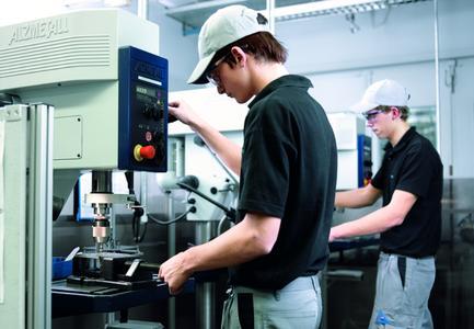 festo bildet in 12 technischen und kaufmnnische berufen und 7 studiengngen der berufsakademie aus die - Festo Bewerbung