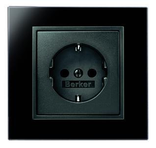 Im Zuge der Harmonisierung werden der neue B.IQ in schwarzem Glas und Berker B.7 Glas schwarz  zum perfekten Duo.