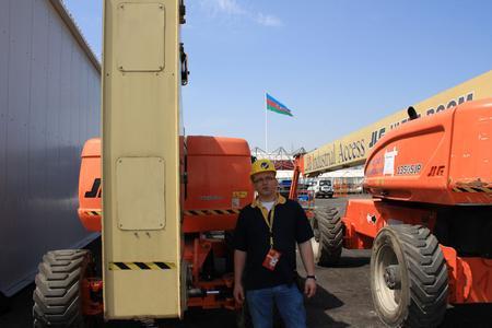 Markus Altenhövel von Gardemann koordinierte den Arbeitsbühnen-Einsatz vor Ort in Baku