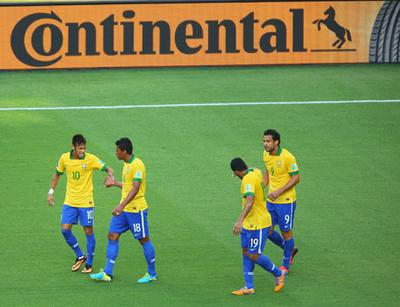 Die brasilianische Nationalmannschaft um Superstar Neymar (links) hat sich mit drei Siegen souverän für das Halbfinale des FIFA Confederations Cup 2013 qualifiziert