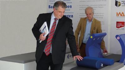 Landtagsabgeordneter Stephan Grüger (l.) und Gründer und Geschäftsführer der MedTec Axel Muntermann (r.)