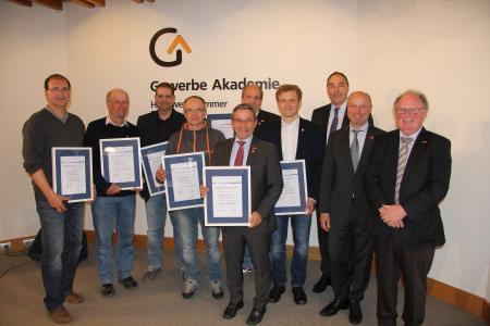 Präsidium und Geschäftsführung der Handwerkskammer Freiburg gratulierten den Ehrenamtsträgern. Foto: Handwerkskammer Freiburg