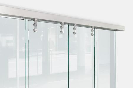 Das automatische Schiebetürsystem Slimdrive SL NT mit Ganzglas-Designbeschlägen (GGS) von GEZE