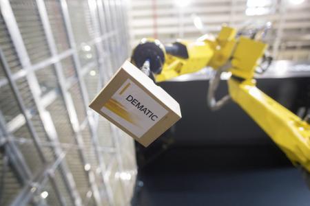 Auf der Warehouse Tech Middle East 2019 in Dubai präsentiert Dematic erstmals ihr umfangreiches Portfolio an Automatisierungstechnik wie das Roboter Piece Picking Module / Foto: Dematic