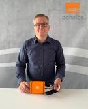 Holger Volke ist Technischer Leiter bei achelos und präsentiert das neue Virtual Card Kit. Die Lösung ist eine Eigenentwicklung aus dem Hause achelos und simuliert u. a. eHealth-Karten im deutschen Gesundheitswesen. Die Chipkartensimulation ist in der neuen Produktversion mit einer NFC-Schnittstelle ausgestattet und unterstützt die kontaktlose und kontaktbehaftete Kommunikation. (Foto: achelos GmbH)