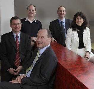 Die Geschäftsleitung der Ergon Informatik AG: Hans-Jürg Schneider, Theodor Graf, Alois Sauter, Patrick Burkhalter und Gabriela Keller (von links nach rechts)