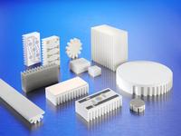 Die keramischen Kühlkörper CeramCool® bieten nicht nur hervorragendes Thermomanagement und gute EMV sondern isolieren auch elektrisch. Individuelle Leiterplattendesigns können auch dreidimensional aufgebracht werden.