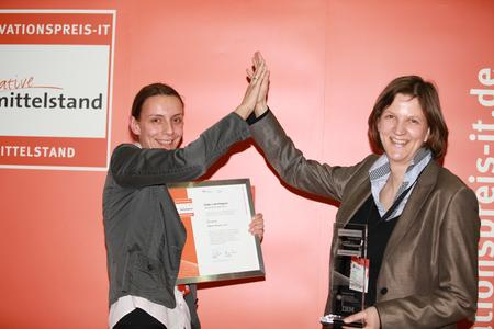 INNOVATIONSPREIS-IT 2012, Sieger Wissensmanagement, Ute Rother, Kristin C. Daum, Q-Sensei Corp. (v. l. n. r. )