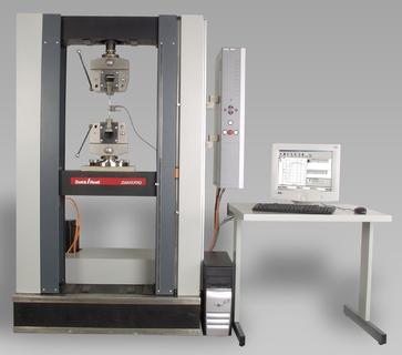 Beispiel einer modernisierten Instron Materialprüfmaschine