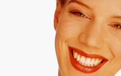 GZFA Lächelnde Frau