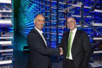 von links nach rechts Premium AEROTEC Standortleiter, Uli Amersdorffer und Geschäftsleitung Honold Logistik Gruppe, Heiner Matthias Honold