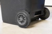 Die TORWEGGE GmbH & Co. KG bietet für den fachgerechten Mülltransport eine Vielzahl an Rädern, Rollen und weiteren Komponenten in diversen Größen, Materialien und Bauformen an. (Foto TORWEGGE)