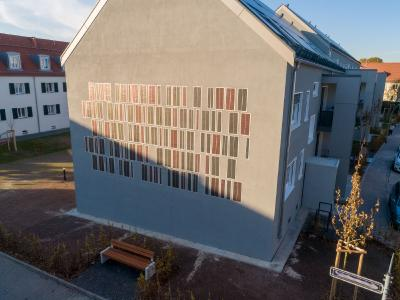 """A multifunctional façade system, in the plaster layer of the building. This OPV system supplements the functionality of the thermal insulation composite system (TICS) as an """"active component"""" ©OPVIUS GmbH"""