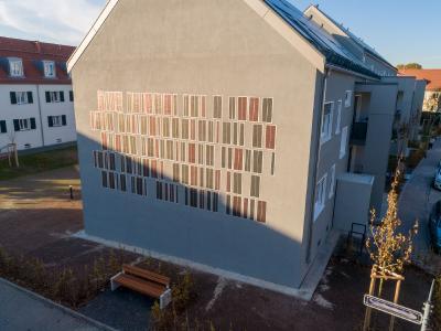 """Multifunktionales Fassadensystem, in der Putzebene des Gebäudes. Das OPV-System ergänzt als """"aktive Komponente"""" die Funktionalität des Wärmedämm-Verbundsystems ©OPVIUS GmbH"""