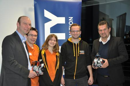 Matthias Schwarzenberg, Lars Wortmeier, Miriam Löcke, David Löcke und Dr.-Ing. Frank Thielemann (v.l.) beim Kennenlerntreffen bei UNITY