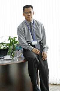 """""""Wenn man heute an intelligente, smarte und effiziente Prozesse denkt, kommt man an der Philosophie von Industrie 4.0 nicht vorbei."""" Hong Han Thanh, Lager- und Logistikdirektor ist bei Pepperl+Fuchs, zuständig für die Region Südostasien. Foto: Pepperl+Fuchs"""