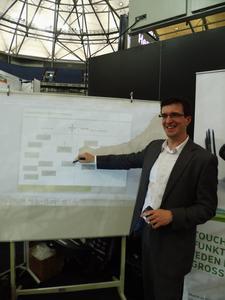 Michael Dabrowski veranschaulicht die Agenturarbeit mit U-POINTER