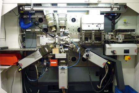Stamping-bending machine with self optimisation. Self optimisation ensures that the stamping-bending machine reacts to any deviations. Tools adjust automatically and thus optimise the running production process