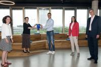 Kirsten Jahn, Katja Dörner, André Christ, Wirtschaftsförderin Victoria Appelbe und Dr. Hubertus Hille (von links) bei der Preisverleihung