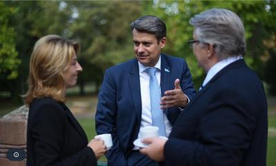 Thomas Knieling (VDAB Bundesgeschäftsführer) im Gespräch mit Bettina Häfele und Karl-Heinz Schuster (beide H&S). Foto: vdab.de