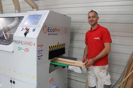 Die neue Schleifmaschine von Ecoline im Kompetenzzentrum Holzoberfläche von Remmers in Löningen / Foto: Remmers, Löningen