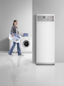 Ideal für die Nutzung selbst erzeugten Solarstroms geeignet: die Warmwasser-Wärmepumpe WWK 300 PV von Stiebel Eltron