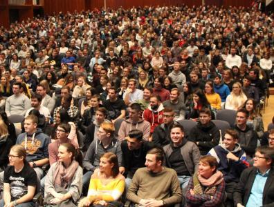 In der Stadthalle Aalen wurden die Erstsemester von Hochschule und Stadt begrüßt / Fotonachweis: © Hochschule Aalen   Jana Ling