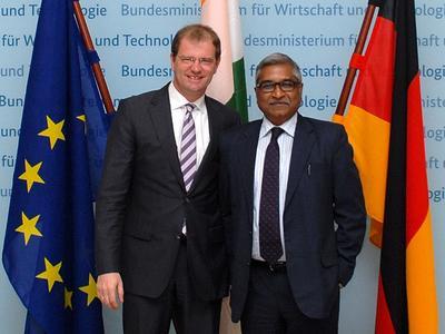 Stefan Kapferer, Staatssekretär im BMWi (links), mit Uma Shankar, Staatssekretär im indischen Stromministerium © BMWi