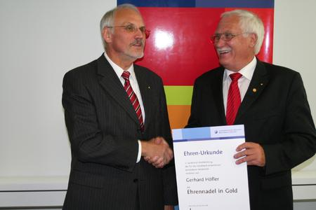Ehrennadel in Gold für Gerhard Höfler