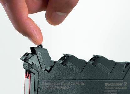 Weidmüller ACT20P: Replacing devices is quick and safe, with a convenient release lever for easy removal of female connectors