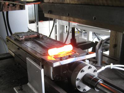 """Cross wedge rolling in action at the Institut für Integrierte Produktion Hannover (IPH): As part of the research project """"CoVaForm"""" a similar machine will be constructed and built, especially designed for titanium hip implants. (Source: IPH)"""