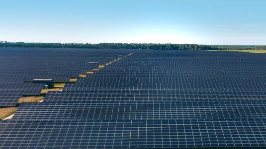 BELECTRIC ist O&M-Dienstleister für zwei PV-Anlagen von Aquila Capital. Die Anlagen mit einer Gesamtleistung von 24 MWp liegen in der Region Nouvelle-Aquitaine in Südfrankreich. (Bildnachweis: Aquila Capital)