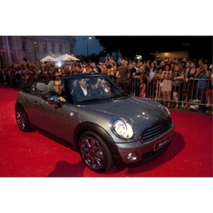 Frenetic debut of the Life Ball MINI designed by Kenneth Cole on the red carpet in front of Vienna city hall.