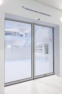die neue stadtbibliothek in stuttgart komfort sicherheit. Black Bedroom Furniture Sets. Home Design Ideas
