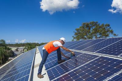Solar und Photovoltaik Tesla ikratos