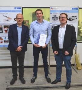 Award-Träger Finn Schaeper (Mitte) mit den ITK Mitarbeitern Miroslav Mihajlov (links) und Robert Schmidt (rechts) Foto: Alexander Busch, Leibniz Universität Hannover