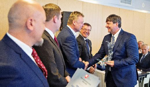 Karel Luňáček, COO of MECAS ESI, receives the award in Prague, from top representatives of AIA: Bohdan Wojnar, ŠKODA HR Director and AIA President; and Pavel Juricek, owner of Brano Group and Vice President of AIA