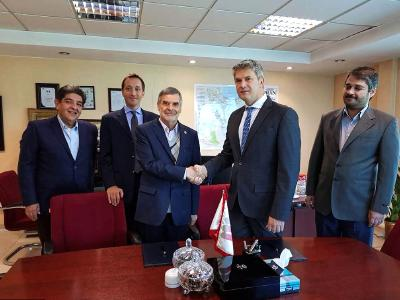 Handshake between M. R. Taheri, Managing Director of MMTE (Mines & Metals Engineering GmbH) and Pierpaolo Rivetti, SMS Concast ; From left: Abdolreza Amirsoleimani, SMS Iran Branch Manager; Carlo Cascino, SMS Concast; Mojtaba Rastegar, MMTE