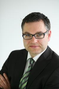 Stefan Riesel ist Key Account Manager bei CreaLog in München. Mit seiner langjährigen Expertise in der Energiebranche ist er ein gefragter Ansprechpartner, wenn es um Themen wie Digitalisierung und Automatisierung geht.