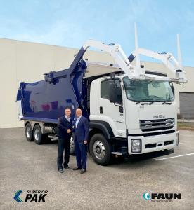 Rob Wrigley, Geschäftsführer Superior Pak und Patrick Hermanspann, CEO FAUN Gruppe (von links)