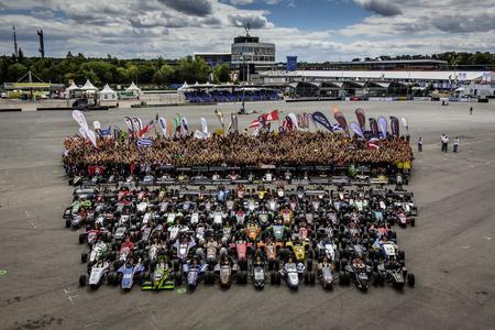 In den Startlöchern: 115 Teams aus 26 Nationen werden dieses Jahr auf der Formula Student Germany am Hockenheimring gegeneinander antreten (Quelle www.campushunter.de)